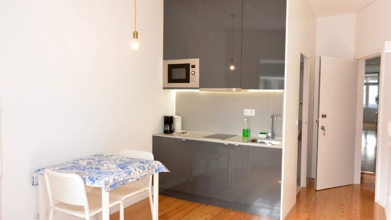 a small studio for one in Porto center